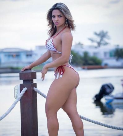 Aline Barreto 025