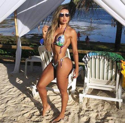 Alessandra Batista 086
