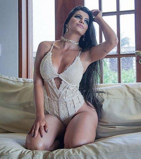 Camila Campos 022