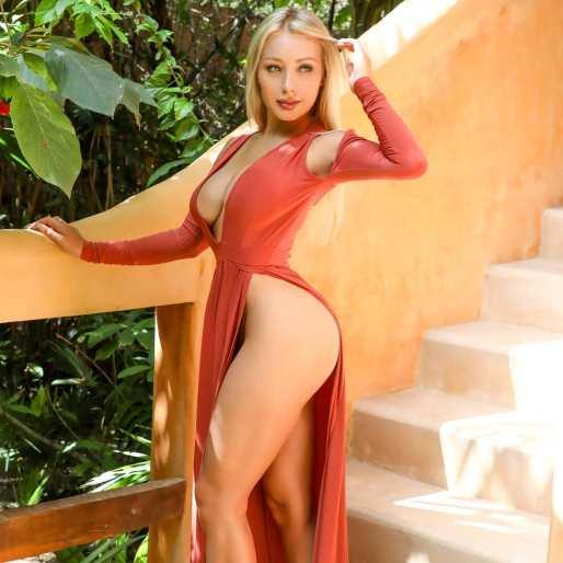 Daniella Chavez 081